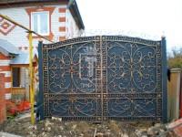 Распашные ажурные ворота с греческим узором (Арт. 023)