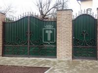 Распашные ворота с узорами в виде волн (Арт. 004)