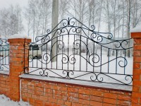 Забор с симметричным ажурным узором (Арт. 002)