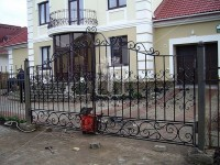 Распашные ворота с большим количеством простых элементов (Арт. 055)