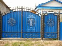 Синие ворота с центральным круглым орнаментом (Арт. 060)