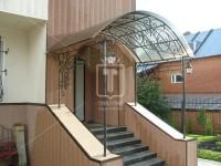 Большой козырек на четырех столбах над входной лестницей (Арт. 004)