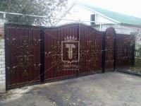 Ворота с красивыми узорами и рифленым каркасом (Арт. 047)