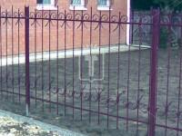Забор с элементами, похожими на знак запятой (Арт. 050)