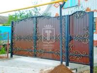 Распашные ворота закрытые профлистом (Арт. 016)