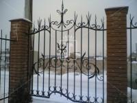 Забор оригинальной формы с красивыми пиками (Арт. 016)
